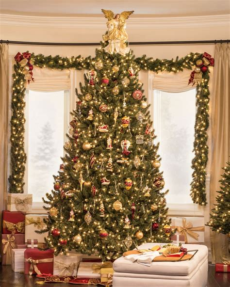 christmas burgundy gold and pearls create a heartwarming in your home in luxurious colors of burgundy and gold