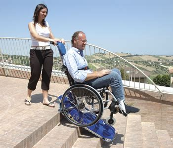 sedia elettrica per salire le scale montascale mobile a cingoli per carrozzine per disabili