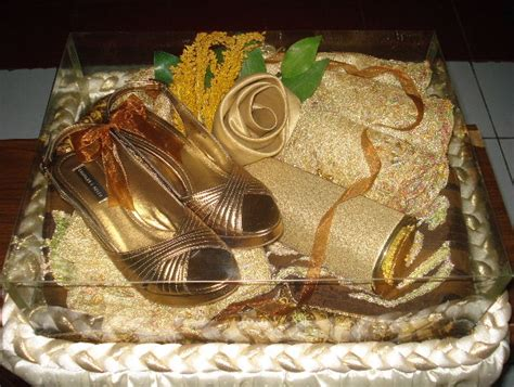 Parfum Bentuk Sepatu wedding details pilih varian hantaran yang tepat