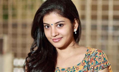 actress name in godha sshivada nair su su sudhi vathmeekam actress photos