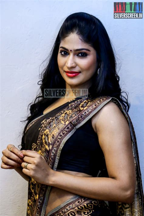 Actress Vijayalakshmi HQ Photos | Silverscreen.in Actress