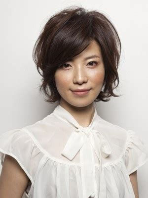 cut side hair into swimg stylenoted great hairstyles the bob side parted swinging