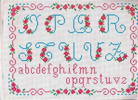 lettere alfabeto da ricamare alfabeto da ricamare lettere azzurre e fragoline di bosco