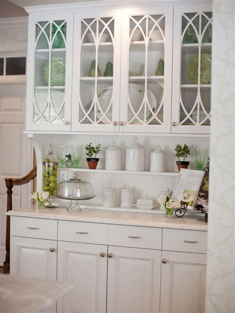 Glass Shelves For Kitchen Cabinets by This Built In Hutch With Traditional Glass Cabinet Doors