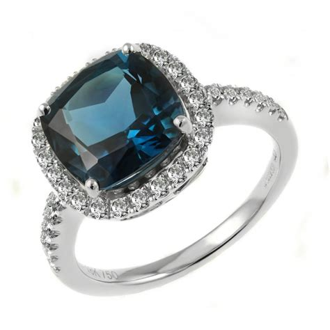Topaz 5 18ct 18ct white gold 5 33ct blue topaz 0 58ct ring