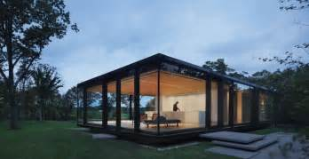 steel frame sustainable weekend house with all glass