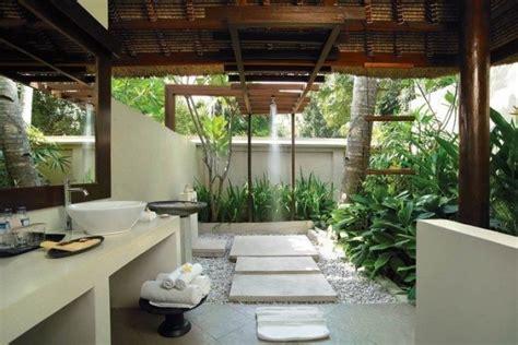inspirasi desain kamar mandi natural berasa menyatu alam