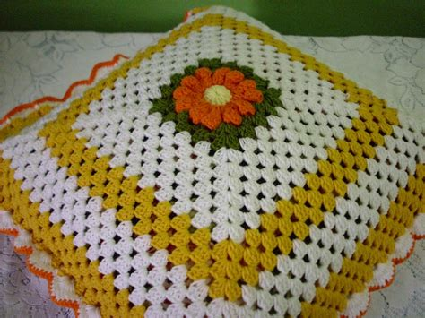 Bantal Bunga Putih Putik Oren diari diela crochet sarung bantal kusyen kuning dan oren