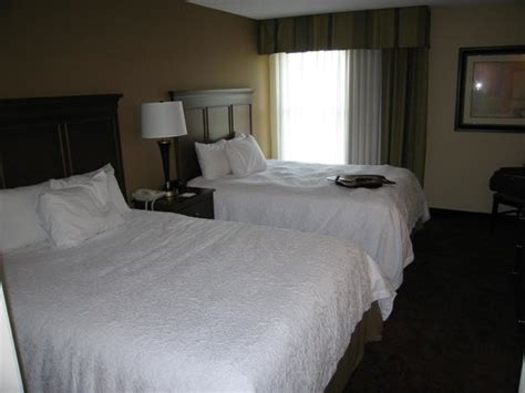 hotel suites with separate bedroom separate bedroom with 2 queen beds picture of hton