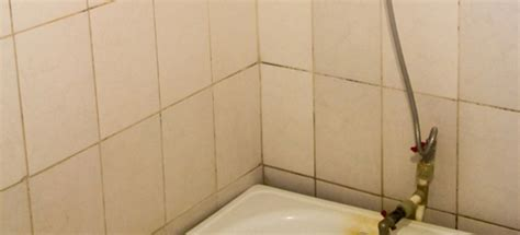 remove yellow bathtub stains doityourselfcom