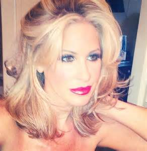 why does kim zolciak wear a wig why does kim from real housewives of atlanta wear wigs
