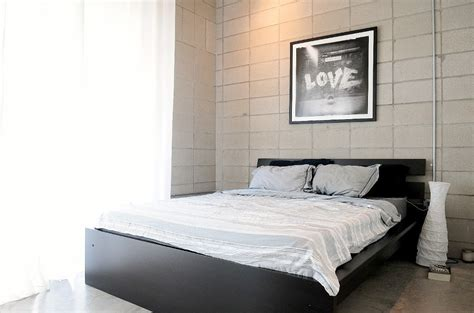 white bed linen black bedframe interior design ideas