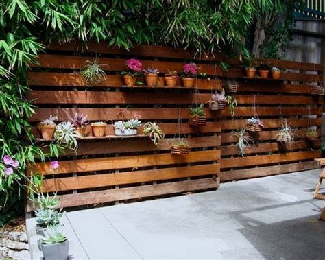 Diy Patio Fence by Diy Modern Wooden Pallet Fences Pallet Wood Projects