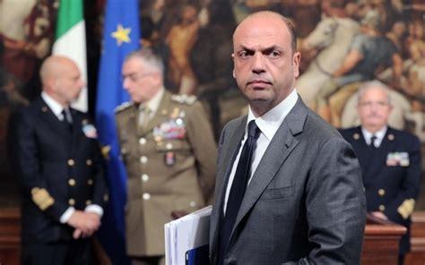 alfano ministro dell interno lamezia oggi expo alfano fatto tutto perche sia mafia