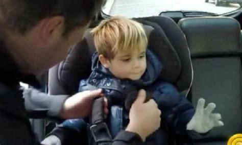 enfant sans siege auto ne faites jamais ceci lorsque vous attachez votre enfant