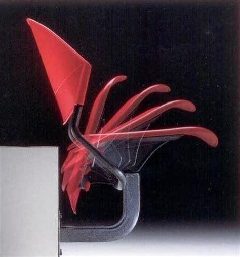 stuhl an der wand stuhl an der wand befestigt in dem copolymer und metall