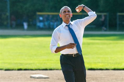 throw a exclusive breaking analysis obama still can t throw a