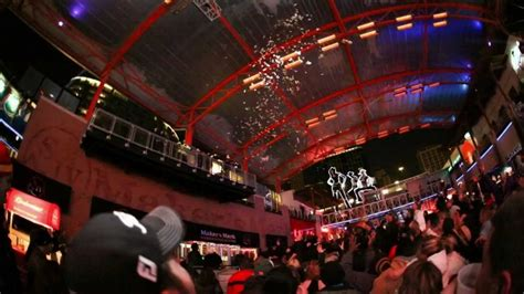 new years eve kansas city power and light new year s eve 2013 at kc live power light district
