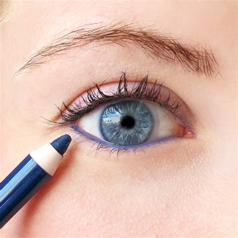 Eyeliner Guide A Cheater S Guide To Applying Eyeliner Into The Gloss