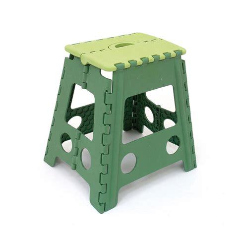 uno sgabello pieghevole sgabello pieghevole accessori e elettrodomestici per la