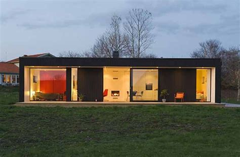prefab home design inspired by the 1950s vintage look