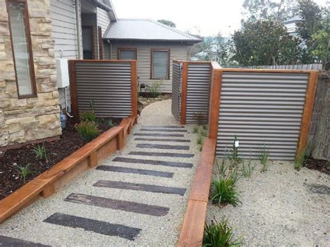 Staining Railway Sleepers by 25 Best Ideas About Steel Fence On Metal