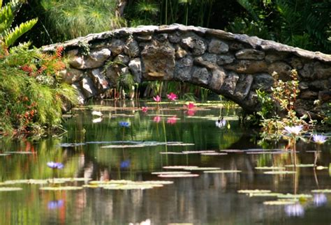 Glass Sculpture Garden Takes Root At Peaceful And Pretty Mckee Botanical Gardens