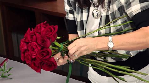 How To Make A Bouquet Of Roses With Paper - diana how to arrange a bridal bouquet