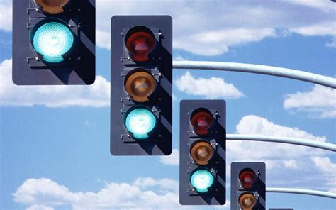 why are the lights in traffic signals always in order why a line of cars seems slow to respond to a green light