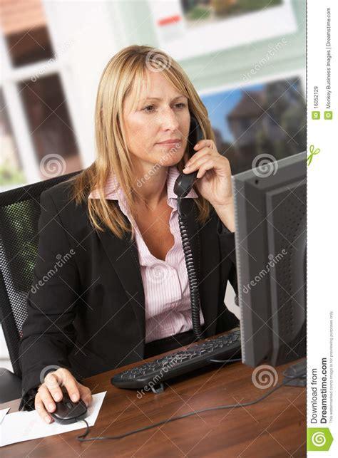 Agent Immobilier F 233 Minin Parlant Au T 233 L 233 Phone Au Bureau T L Phone De Bureau