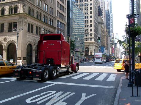 truck nyc file truck in york city jpg wikimedia commons