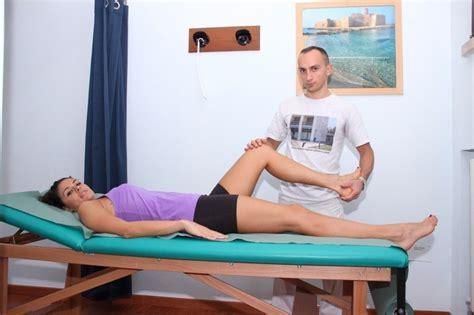 strappo interno coscia lesione muscolo o strappo stiramento sintomi