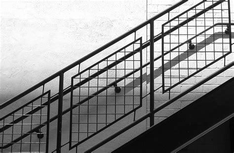 Mejor Madera Para Exterior #2: Escalera-de-hierro-con-baranda-de-hierro.jpg