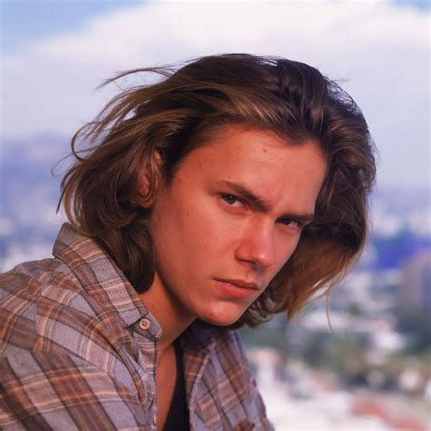 i truly like that river phoenix with long hair