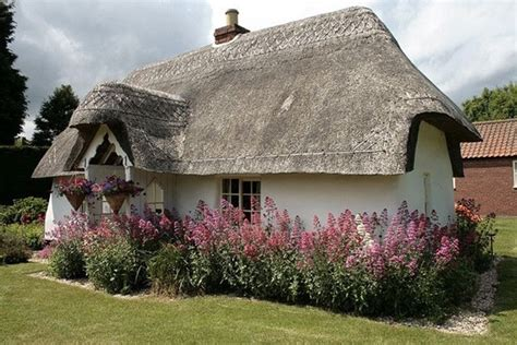 Cottage Roof Design 40 Beautiful Thatch Roof Cottage House Designs