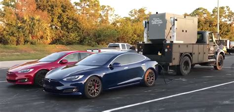 Tesla Florida Tesla Model S δοκιμάζεται σε αγώνα Dragster και σπάει τα