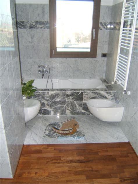 pavimento e rivestimento bagno marmi cicali pavimento e rivestimento bagno con intarsio
