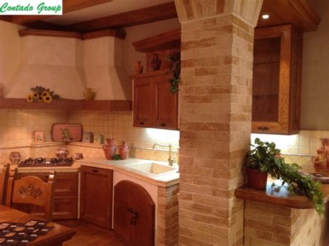 cucine in legno cucina in muratura in legno massello di pino contado