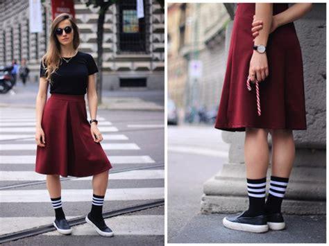Kaus Kaki Renda Panjang cara stylish padukan kaus kaki dengan 6 jenis sepatu