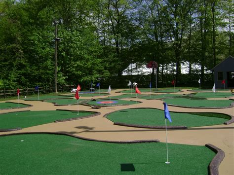 Backyard Golf Course Design by Pictures Of Backyard Putting Greens Synthetic Turf