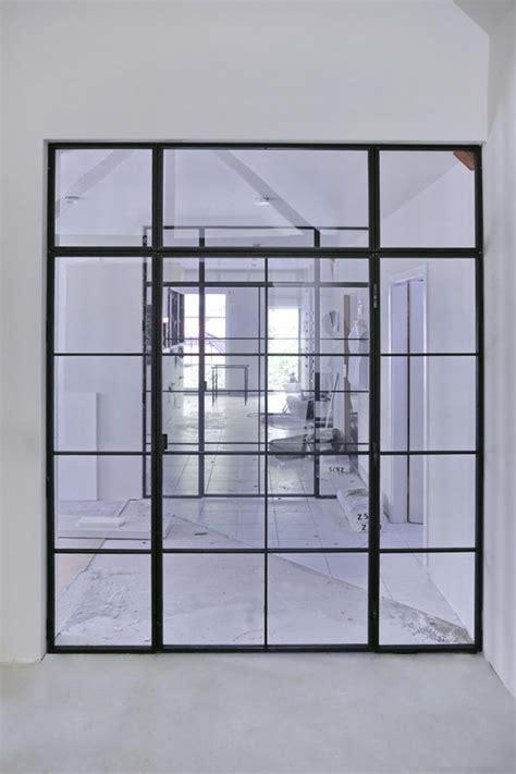 wc trennwand selber bauen zwei glastrennw 228 nde im loftcharakter aus stahl und glas