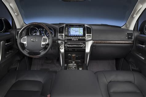 Toyota Land Cruiser Review 2013 Toyota Land Cruiser Reviews And Rating Motor Trend