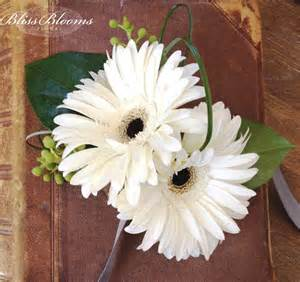How Much Is A Corsage For Prom Prom Flowers It Is Customary For The Guy To Buy A Corsage For His Date It Can Be A Pin On