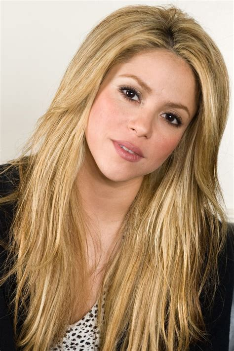 shakira s hair is amazing hair pinterest shakira hair color it s all about the hair pinterest