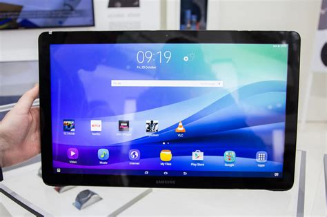 Tablet Samsung Galaxy View on with samsung s tablet the galaxy view pictures cnet