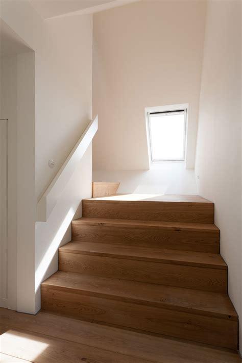 Treppe Ins Dachgeschoss by Breite Holztreppe Ins Dachgeschoss Bauemotion De