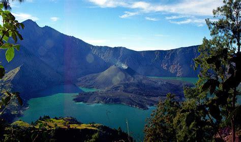 Kaos Gunung Rinjani Lombok 1 10 tempat wisata di indonesia yang terkenal dan mendunia