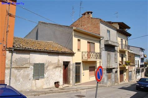 buy a house in italy cheap cheap italian properties houses by the sea buy property in italy