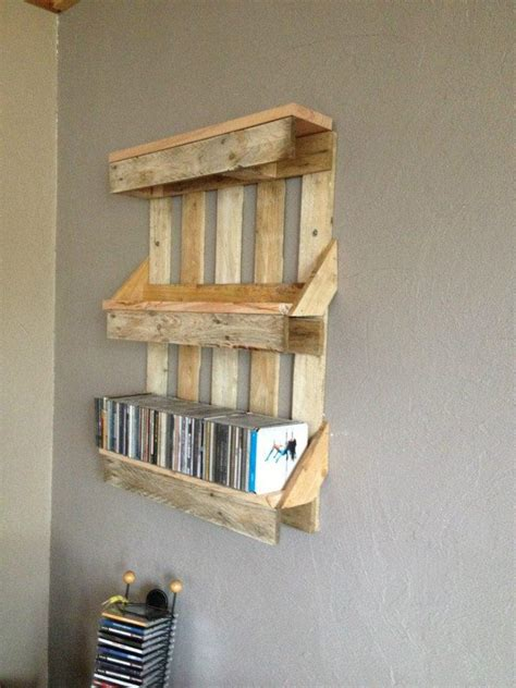 bookshelf out of pallets shelves made out of pallets