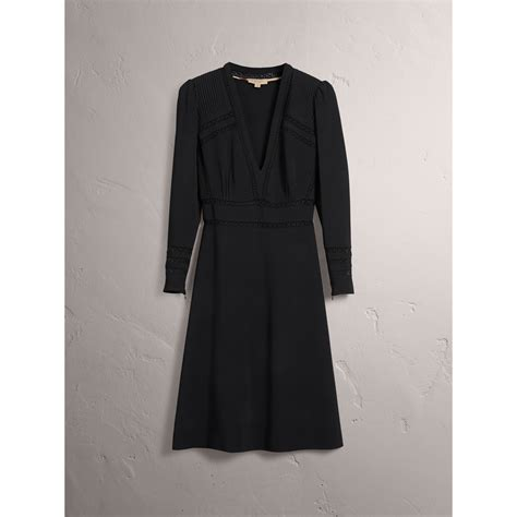 Dress Lace Greiny lace insert fitted dress in black burberry